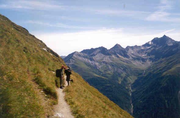 Ostre szczyty, ostre słońce i lodowce, i bezkres alpejskich hal