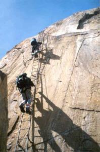 i atak szczytowy klettersteigiem na Rote Säule